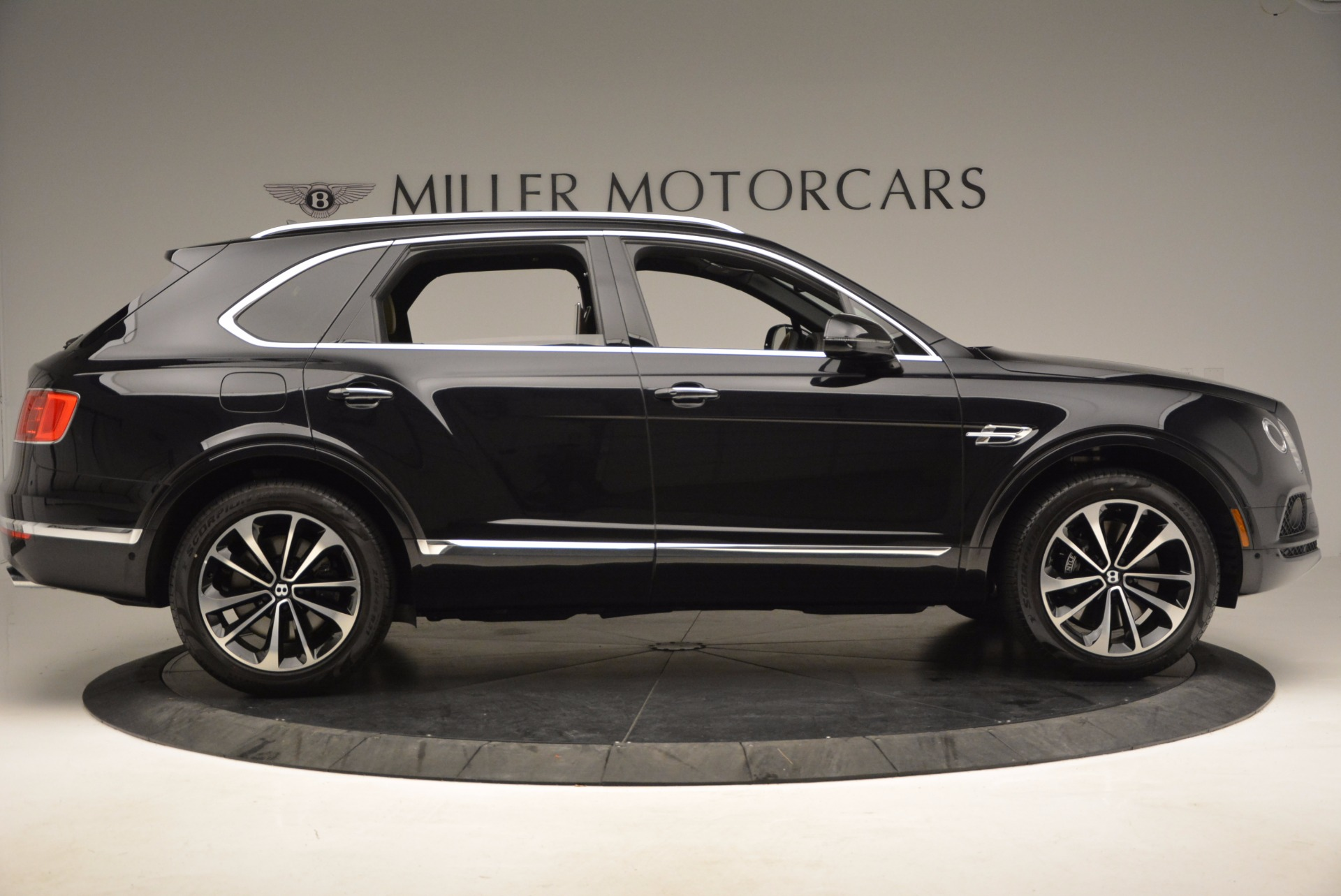 Used 2017 Bentley Bentayga  For Sale In Westport, CT 989_p9