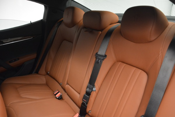 Used 2018 Maserati Ghibli S Q4 for sale Sold at Alfa Romeo of Westport in Westport CT 06880 16