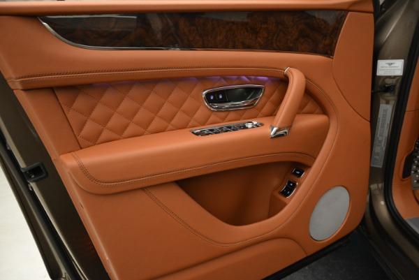 Used 2018 Bentley Bentayga W12 Signature for sale $156,900 at Alfa Romeo of Westport in Westport CT 06880 17