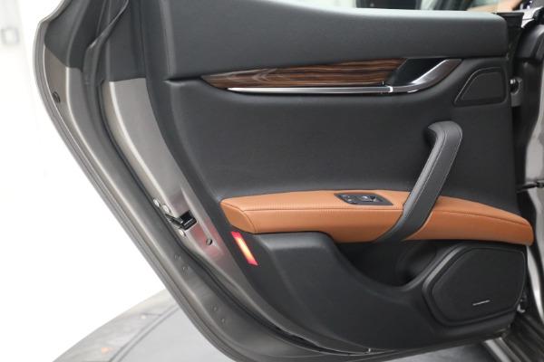 Used 2018 Maserati Ghibli S Q4 for sale $54,900 at Alfa Romeo of Westport in Westport CT 06880 24