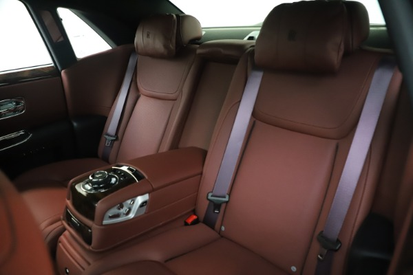 Used 2016 Rolls-Royce Ghost for sale $176,900 at Alfa Romeo of Westport in Westport CT 06880 15