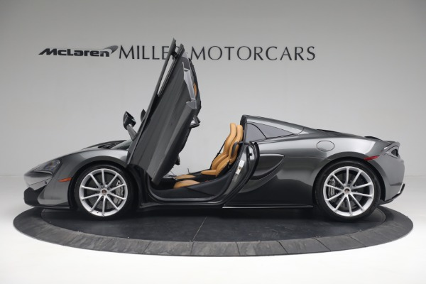 Used 2018 McLaren 570S Spider for sale Sold at Alfa Romeo of Westport in Westport CT 06880 22
