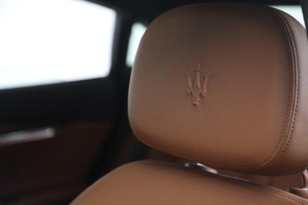 Used 2015 Maserati Quattroporte S Q4 for sale Sold at Alfa Romeo of Westport in Westport CT 06880 25