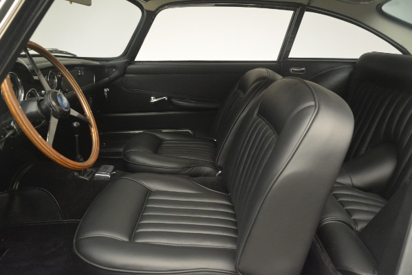 Used 1961 Aston Martin DB4 Series IV Coupe for sale $625,900 at Alfa Romeo of Westport in Westport CT 06880 20
