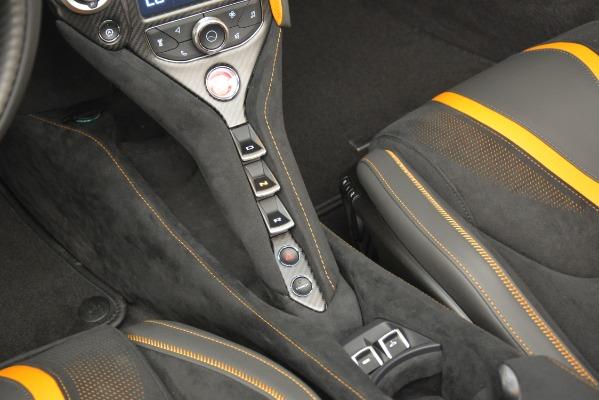 New 2020 McLaren 720S SPIDER Convertible for sale $407,450 at Alfa Romeo of Westport in Westport CT 06880 28
