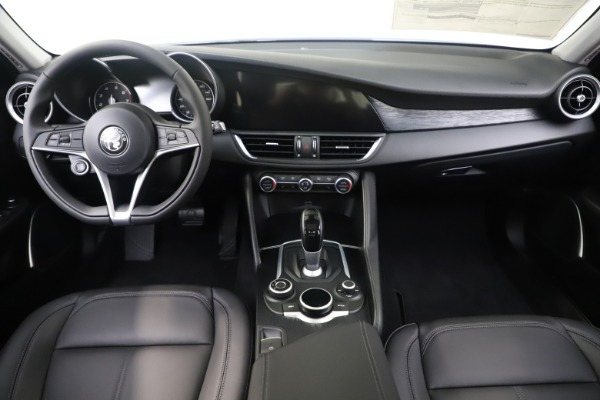 New 2019 Alfa Romeo Giulia Q4 for sale $46,390 at Alfa Romeo of Westport in Westport CT 06880 16
