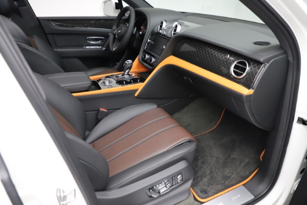 New 2020 Bentley Bentayga V8 Design Series for sale $216,860 at Alfa Romeo of Westport in Westport CT 06880 27