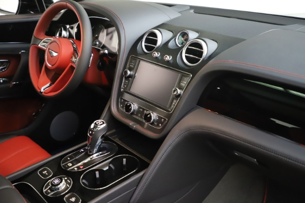 New 2020 Bentley Bentayga V8 for sale $195,265 at Alfa Romeo of Westport in Westport CT 06880 25
