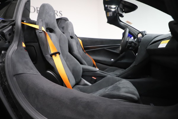 New 2020 McLaren 720S Spider Convertible for sale $364,090 at Alfa Romeo of Westport in Westport CT 06880 26