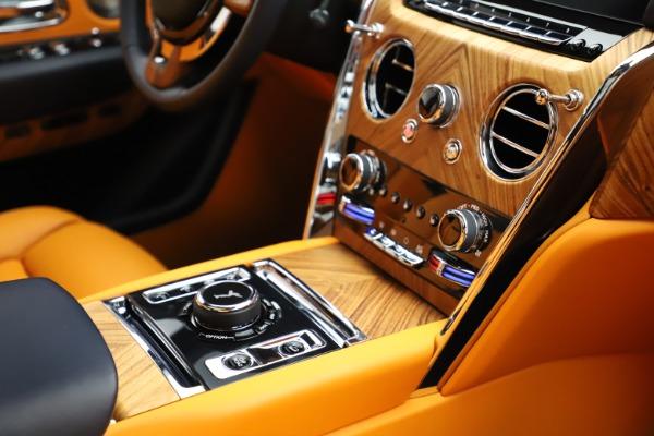 Used 2019 Rolls-Royce Cullinan for sale $329,900 at Alfa Romeo of Westport in Westport CT 06880 18