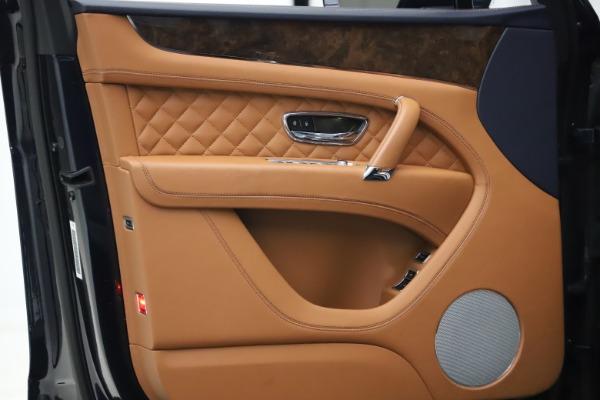 Used 2017 Bentley Bentayga W12 for sale $135,900 at Alfa Romeo of Westport in Westport CT 06880 17