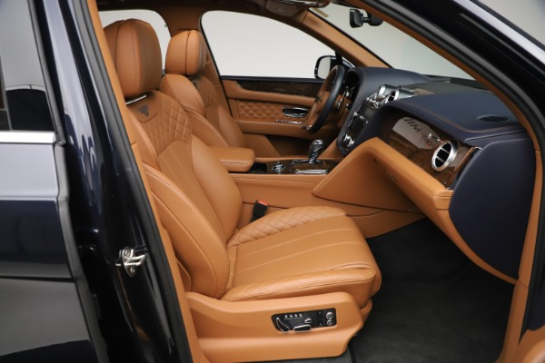 Used 2017 Bentley Bentayga W12 for sale $135,900 at Alfa Romeo of Westport in Westport CT 06880 27