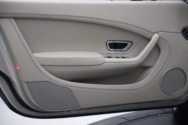 Used 2015 Bentley Continental GTC V8 for sale Sold at Alfa Romeo of Westport in Westport CT 06880 24