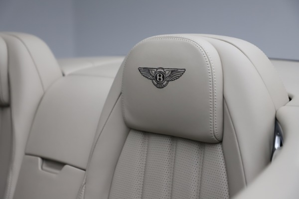 Used 2015 Bentley Continental GTC V8 for sale $109,900 at Alfa Romeo of Westport in Westport CT 06880 27