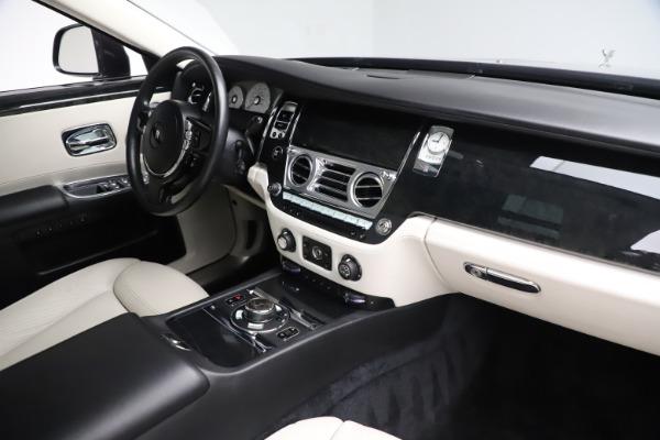 Used 2016 Rolls-Royce Ghost for sale $175,900 at Alfa Romeo of Westport in Westport CT 06880 18