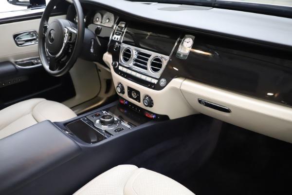 Used 2015 Rolls-Royce Ghost for sale $157,900 at Alfa Romeo of Westport in Westport CT 06880 20