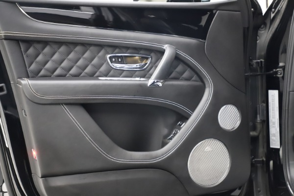Used 2017 Bentley Bentayga W12 for sale $139,900 at Alfa Romeo of Westport in Westport CT 06880 16