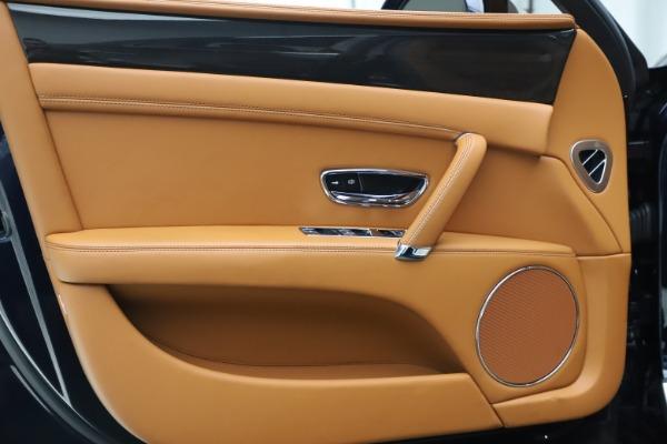 Used 2016 Bentley Flying Spur V8 for sale $119,900 at Alfa Romeo of Westport in Westport CT 06880 16