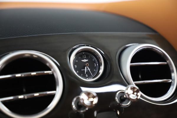 Used 2016 Bentley Flying Spur V8 for sale $119,900 at Alfa Romeo of Westport in Westport CT 06880 21