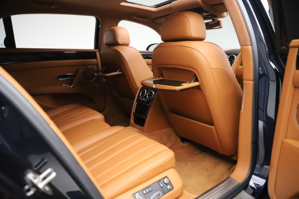 Used 2016 Bentley Flying Spur V8 for sale $119,900 at Alfa Romeo of Westport in Westport CT 06880 25