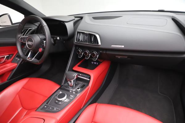 Used 2017 Audi R8 5.2 quattro V10 Spyder for sale $138,900 at Alfa Romeo of Westport in Westport CT 06880 23