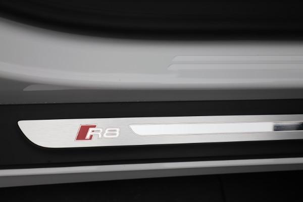 Used 2017 Audi R8 5.2 quattro V10 Spyder for sale $138,900 at Alfa Romeo of Westport in Westport CT 06880 28