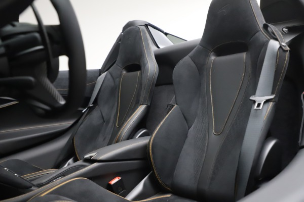 New 2020 McLaren 720S Spider Performance for sale $384,930 at Alfa Romeo of Westport in Westport CT 06880 24