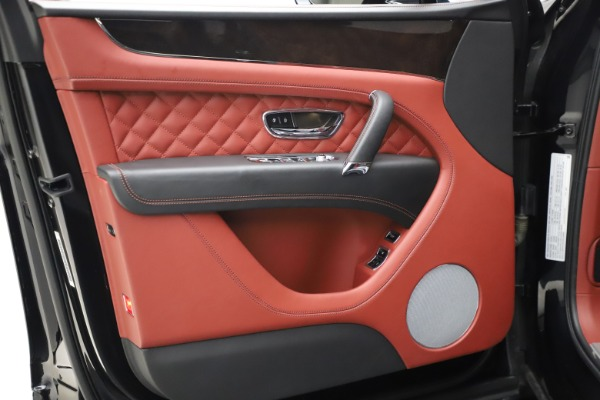 Used 2017 Bentley Bentayga W12 for sale $145,900 at Alfa Romeo of Westport in Westport CT 06880 16