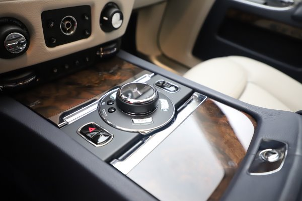 Used 2016 Rolls-Royce Ghost for sale $173,900 at Alfa Romeo of Westport in Westport CT 06880 20