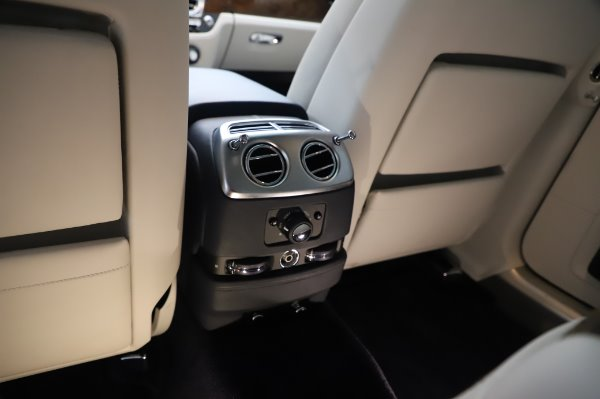 Used 2016 Rolls-Royce Ghost for sale $173,900 at Alfa Romeo of Westport in Westport CT 06880 25