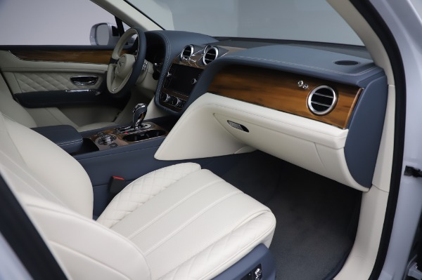 New 2020 Bentley Bentayga Hybrid for sale $220,475 at Alfa Romeo of Westport in Westport CT 06880 26
