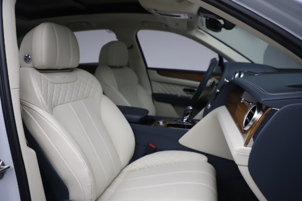 New 2020 Bentley Bentayga Hybrid for sale $220,475 at Alfa Romeo of Westport in Westport CT 06880 28