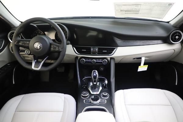 New 2020 Alfa Romeo Giulia Sport Q4 for sale $48,795 at Alfa Romeo of Westport in Westport CT 06880 16