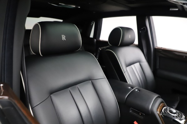 Used 2014 Rolls-Royce Phantom for sale $179,900 at Alfa Romeo of Westport in Westport CT 06880 13