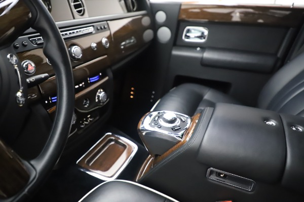 Used 2014 Rolls-Royce Phantom for sale $179,900 at Alfa Romeo of Westport in Westport CT 06880 21