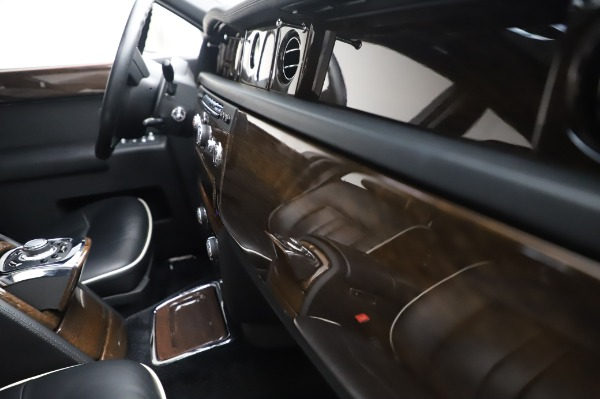Used 2014 Rolls-Royce Phantom for sale $179,900 at Alfa Romeo of Westport in Westport CT 06880 25