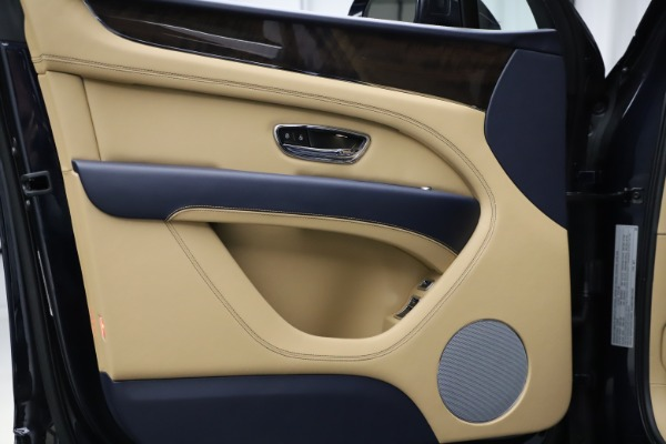 New 2021 Bentley Bentayga V8 for sale $209,755 at Alfa Romeo of Westport in Westport CT 06880 16