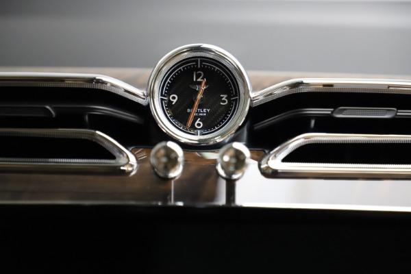 New 2021 Bentley Bentayga V8 for sale $209,755 at Alfa Romeo of Westport in Westport CT 06880 23
