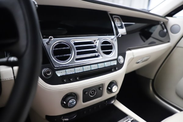 Used 2015 Rolls-Royce Wraith Base for sale $168,900 at Alfa Romeo of Westport in Westport CT 06880 22