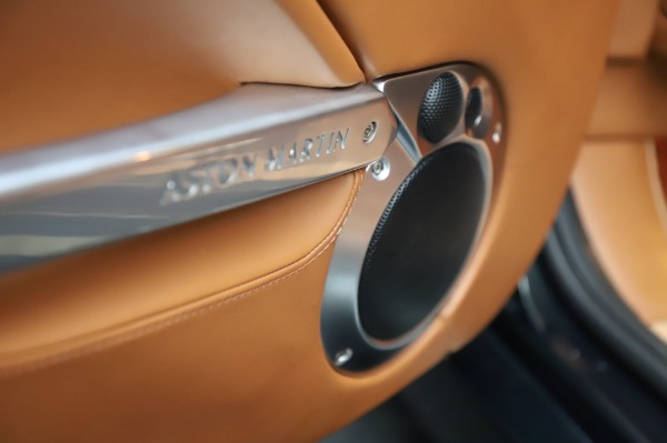 Used 2003 Aston Martin V12 Vanquish Coupe for sale $79,900 at Alfa Romeo of Westport in Westport CT 06880 18