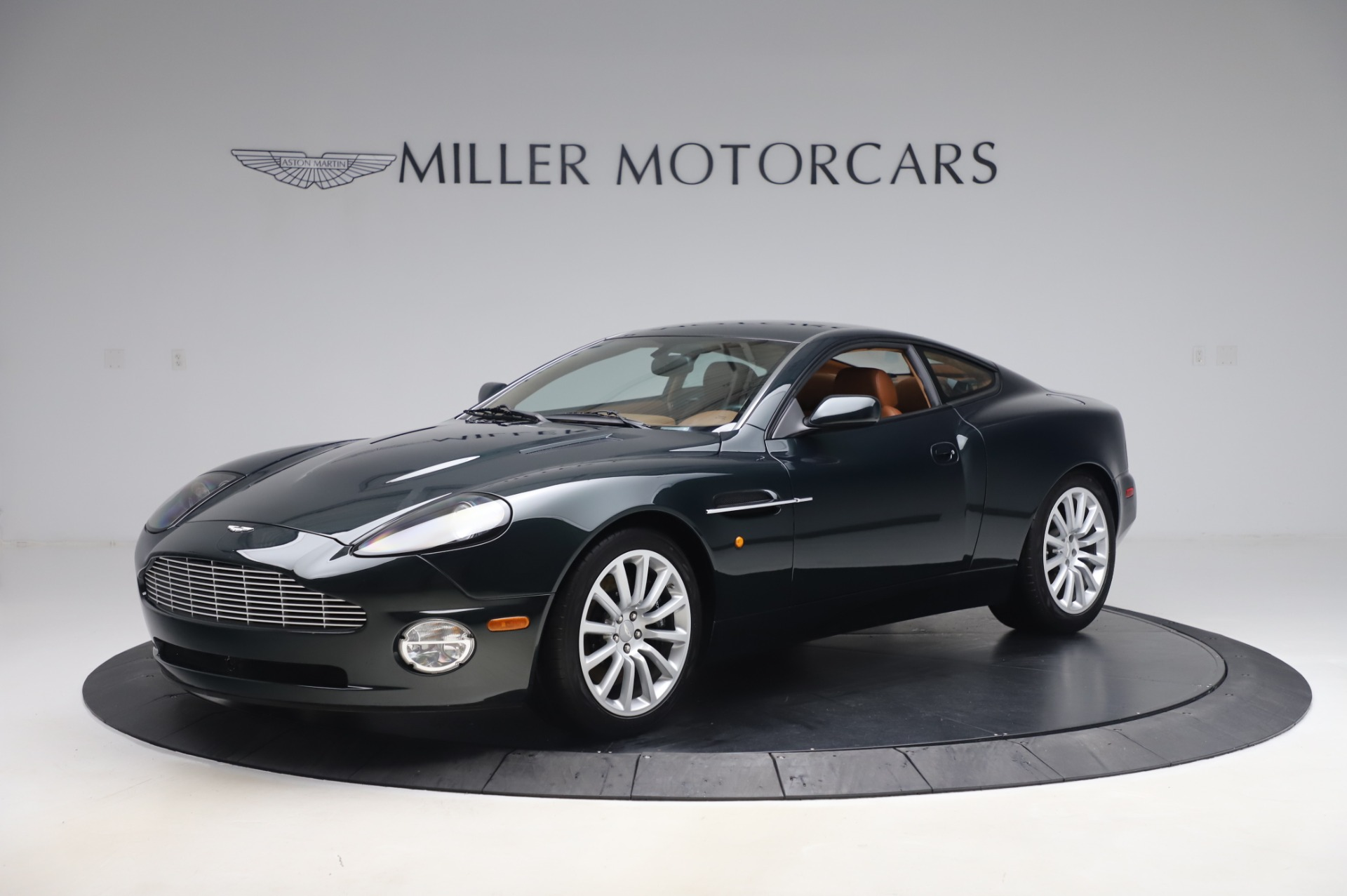 Used 2003 Aston Martin V12 Vanquish Coupe for sale $79,900 at Alfa Romeo of Westport in Westport CT 06880 1