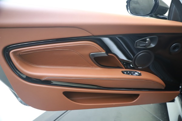 New 2020 Aston Martin DBS Superleggera Volante for sale $375,916 at Alfa Romeo of Westport in Westport CT 06880 18