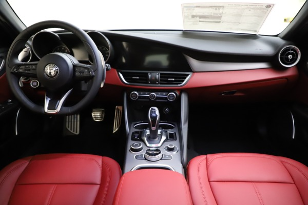 New 2020 Alfa Romeo Giulia Sport Q4 for sale $48,645 at Alfa Romeo of Westport in Westport CT 06880 16