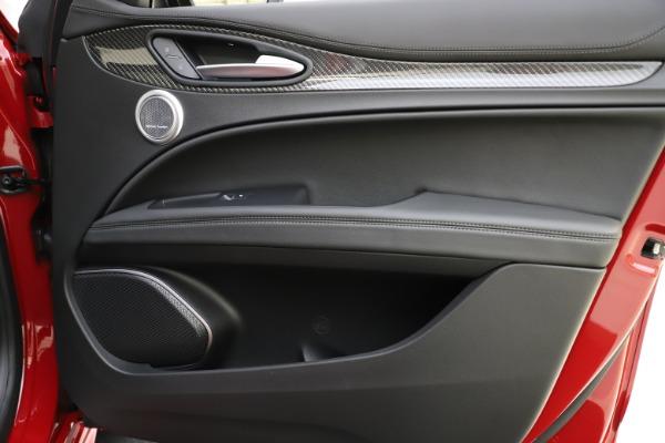 New 2020 Alfa Romeo Stelvio Ti Sport Carbon Q4 for sale $58,745 at Alfa Romeo of Westport in Westport CT 06880 25