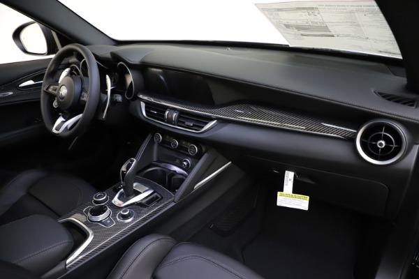 New 2020 Alfa Romeo Stelvio Ti Sport Carbon Q4 for sale Sold at Alfa Romeo of Westport in Westport CT 06880 24