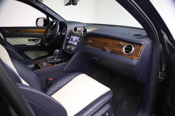 Used 2018 Bentley Bentayga W12 Signature Edition for sale $149,900 at Alfa Romeo of Westport in Westport CT 06880 24