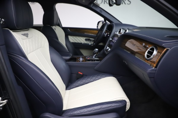 Used 2018 Bentley Bentayga W12 Signature Edition for sale $149,900 at Alfa Romeo of Westport in Westport CT 06880 25