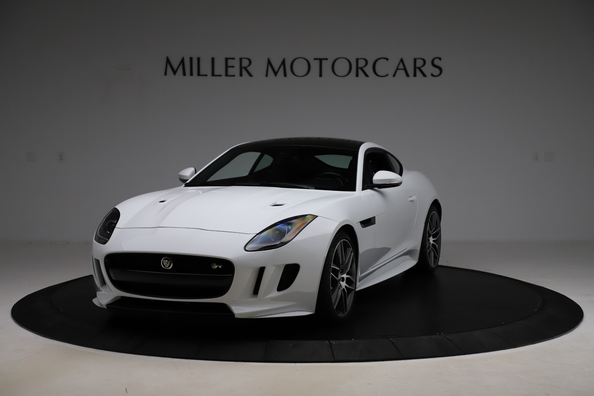 Used 2016 Jaguar F-TYPE R for sale $58,900 at Alfa Romeo of Westport in Westport CT 06880 1