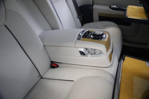 Used 2018 Rolls-Royce Ghost for sale $249,900 at Alfa Romeo of Westport in Westport CT 06880 24