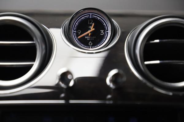 Used 2018 Bentley Bentayga W12 for sale $156,900 at Alfa Romeo of Westport in Westport CT 06880 26